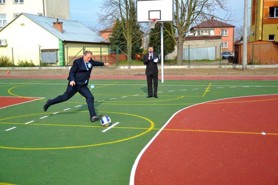 Otwarcie wielofunkcyjnego boiska sportowego zplacem rehabilitacyjnym wTuszowie Narodowym - 4 listopada 2014 r.
